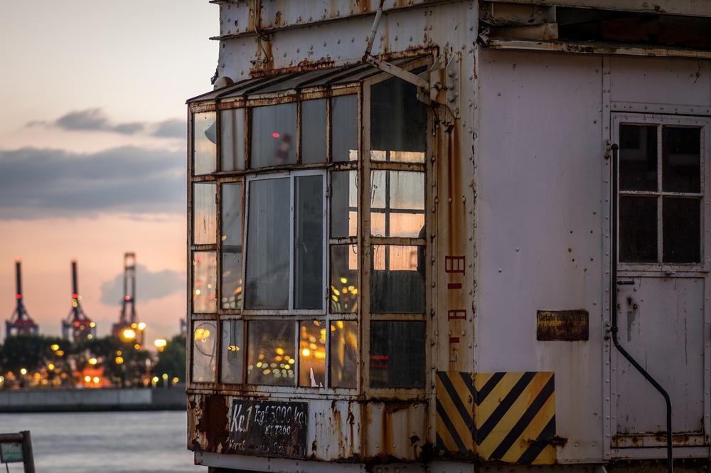 Alter Kran im Hafen