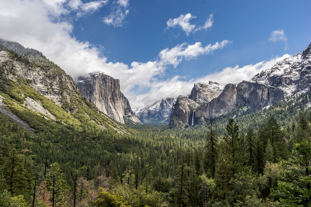 Der berühmte Tunnel View in den Yosemite National Park. Atemberaubend!