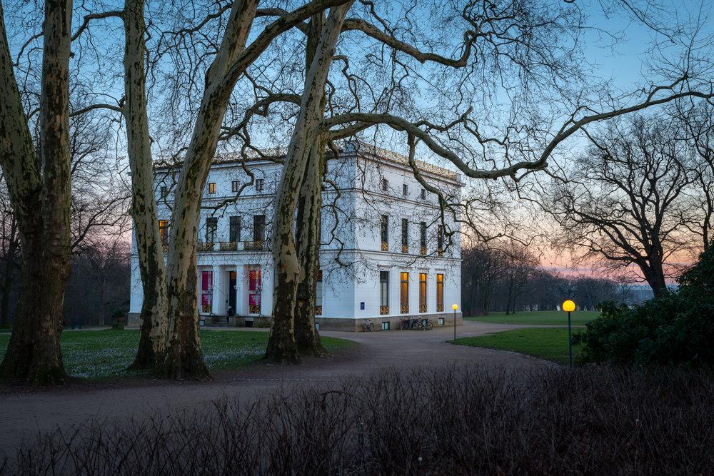 Das Jenisch Haus im winterlichen Sonnenuntergang