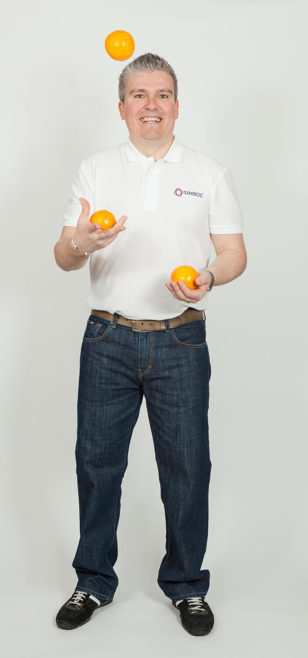 Dave juggling oranges serious face_SimbocLtd_6513.jpg