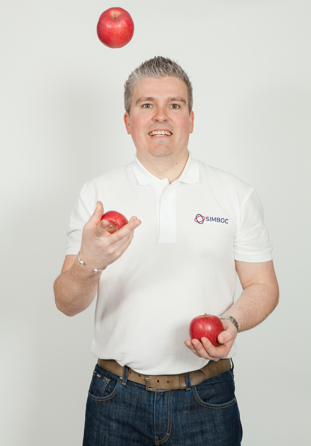 Dave juggling Apples_SimbocLtd_6521.jpg