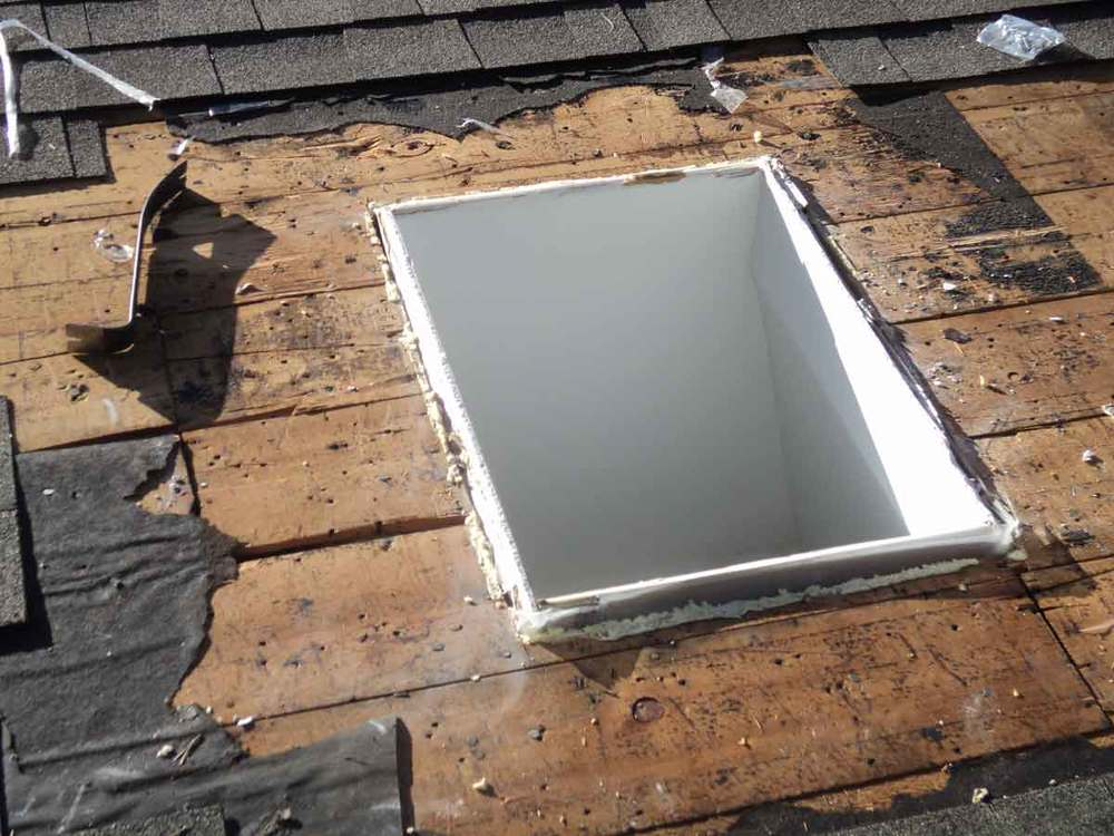 Skylight does not fit as drywall is above the  roof. This all has to be cut down.