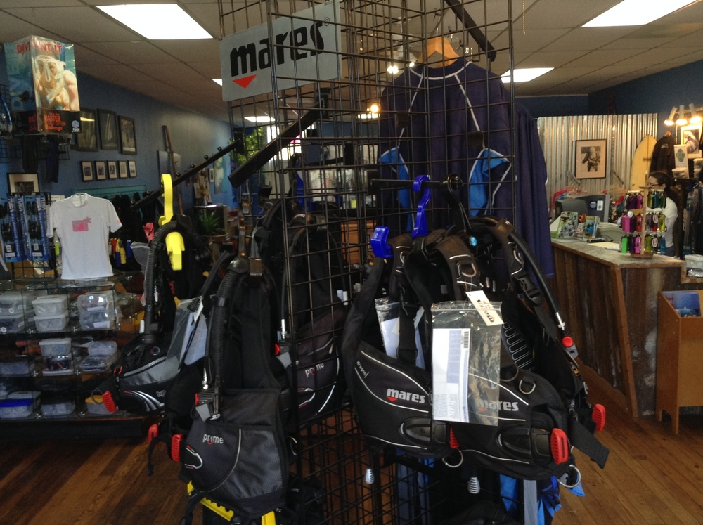 Divers_at_Sea_Store