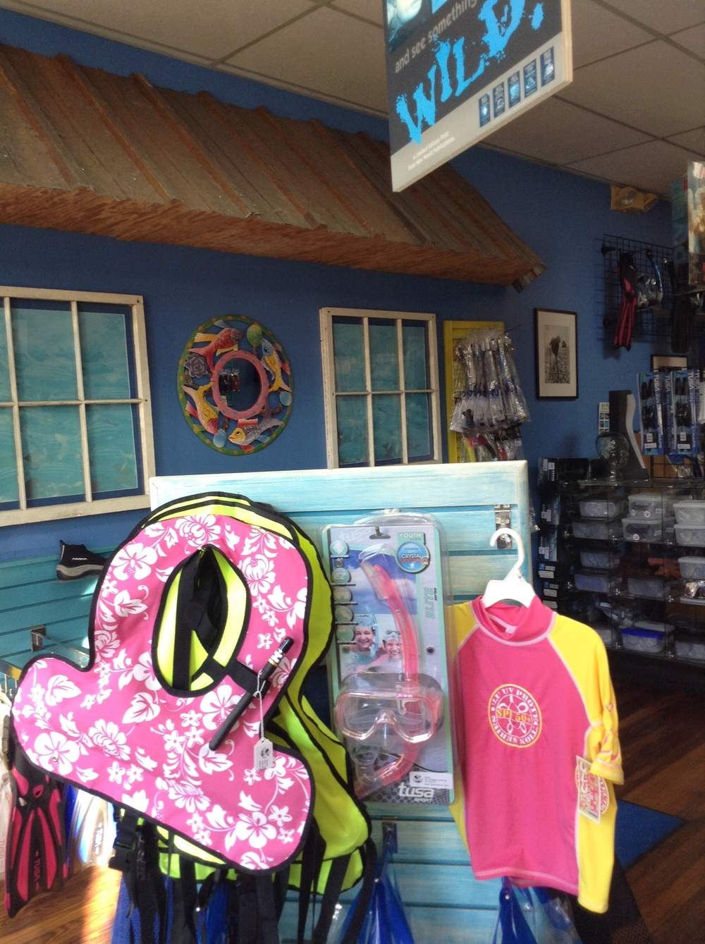 Divers_at_Sea_Store-02