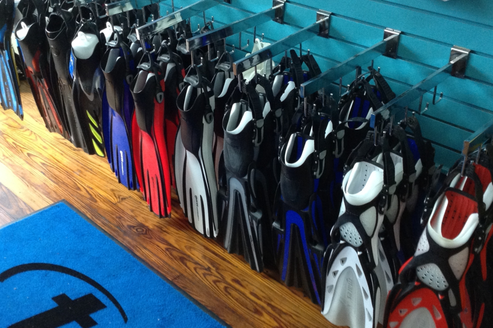 Divers_at_Sea_Store-03