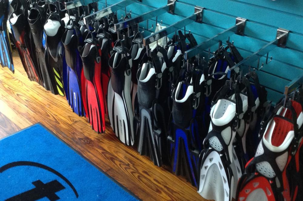Divers_at_Sea_Store-03