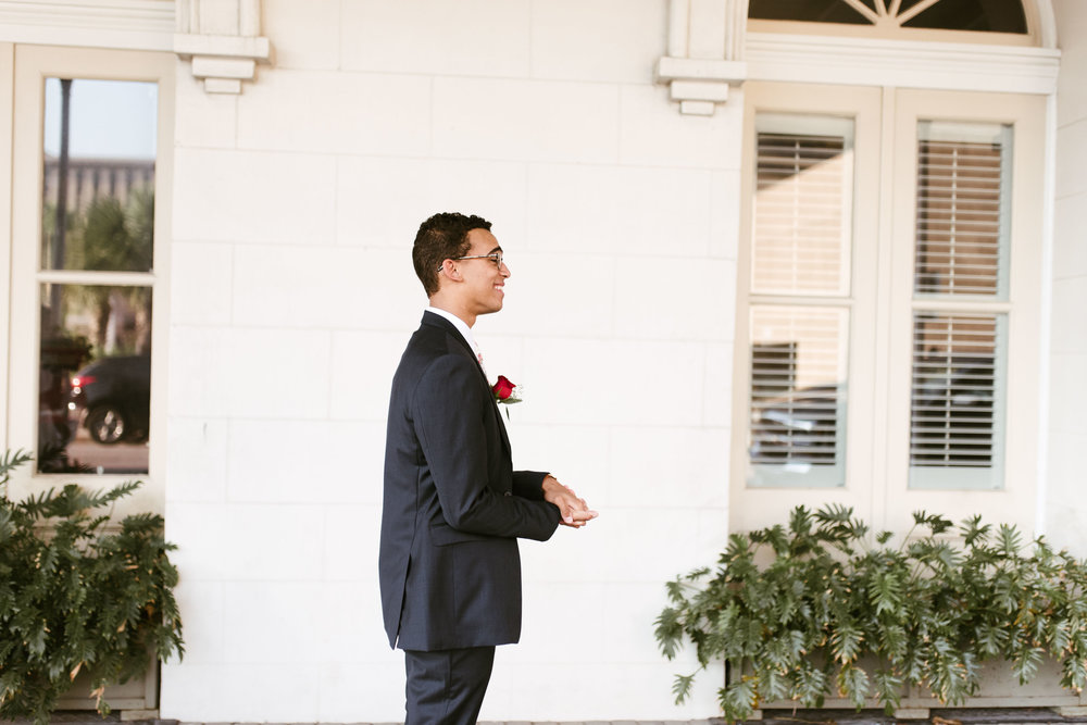 Intimate Downtown Galveston Wedding | Houston Natural Light Wedding Photographer | www.jordanmitchellphotography.com