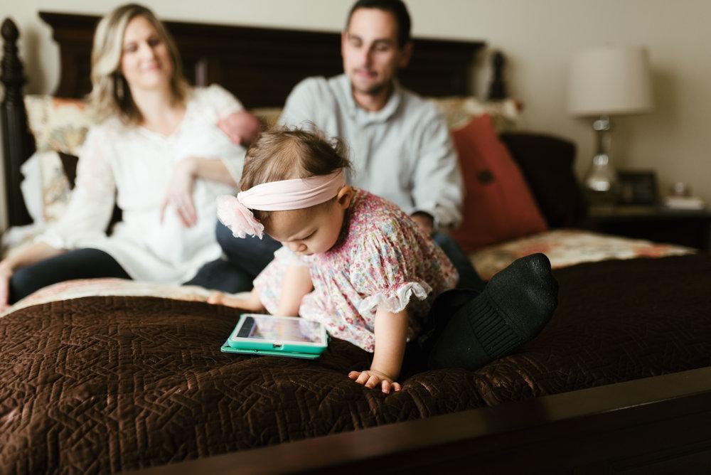 Atascocita Lifestyle Newborn Session | Houston Natural Light Photographer | www.jordanmitchellphotography.com