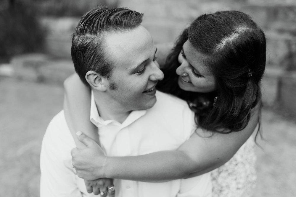 Hermann Park Engagement Session   Fort Worth Wedding Photographer   Jordan Mitchell Photography   www.jordanmitchellphotography.com