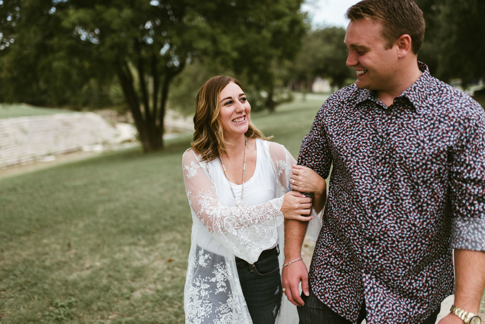 Fort Worth Engagement Session | Laura+Tyler | Fort Worth Engagement Photographer | www.jordanmitchellphotography.com