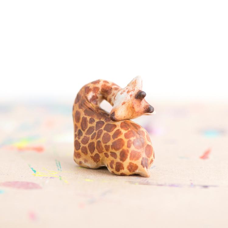 Le Sleepy Baby Giraffe Totem