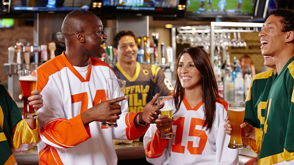 2014_Lifestyle_Hockey_Jerseys_at_Bar_01702.jpg