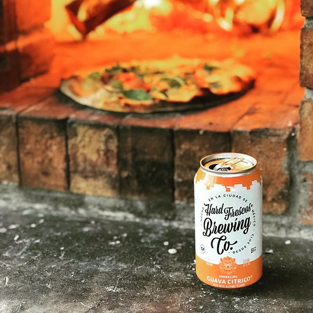 When your best friends invite you over for #summer family #pizza night.. what do you do? Bring along some #sparkling Aguas Frescas. El Sabor de Fruta Natural! Come find us @outsidelands today on draft #outsidelands #craftbeer #guava #beerporn #pizzas #cooking