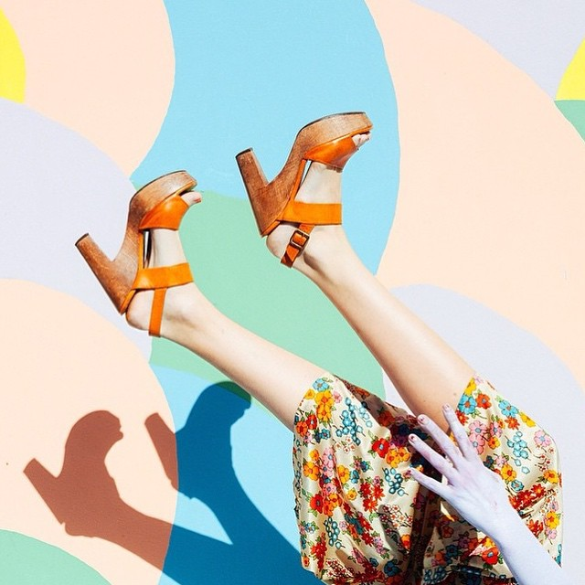 #love #this #picture #upsidedown #shoes #high heels #leggs #summertime #sommar #fun #smile #springtime #passion #pastels #playful #pasteller #blommigt #klänning #style 😍😍