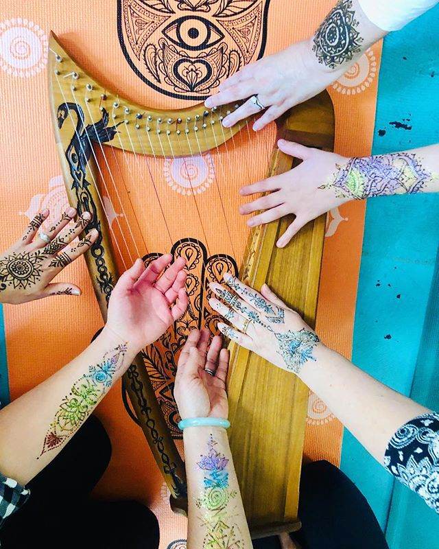 Beautiful morning sharing time and space between women. I love making fresh chai and relaxing and listening to Bollywood music in the studio. Laughing ,listening, sharing stories in spirit. Becky Payne led a incredible yoga Nidra meditation & we both assisted giving hands of healing reiki & ended with soft harp music.🙏🏼❤️#selfcaresaturday #henna #positivevibes #wellness #weekendvibes #yoga #meditation #mindfullness #hennachai #reiki #healingcrystals #yoganidra #selfcare #selflove #chai #tea #theeyeofhenna #portlandmaine #maine #empoweringwomen #harp #relaxation
