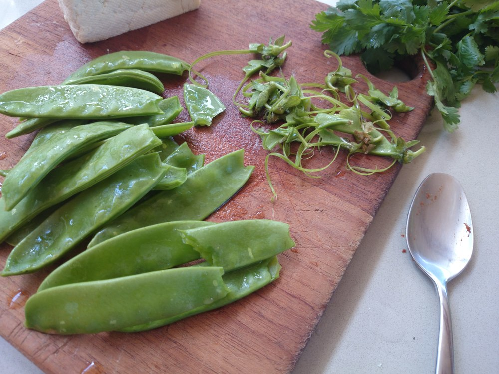 Quickly trimmed snowpeas - no need to prep them any more than this.