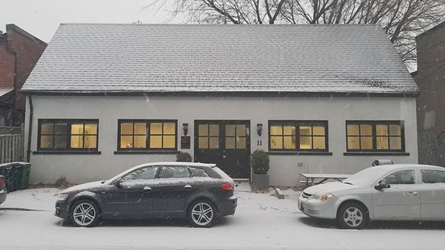 Like working in the perfect #gingerbread house! ❄☃️ . . #coworking #winter #snow @torontojunction #TheJunction #VFAfold