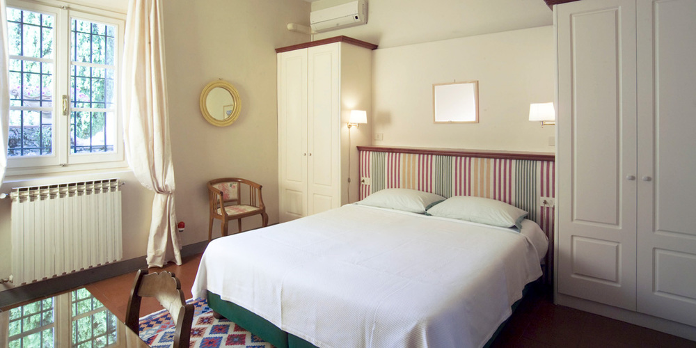 Bedroom in Villa Le Fontanine, Florence Tuscany