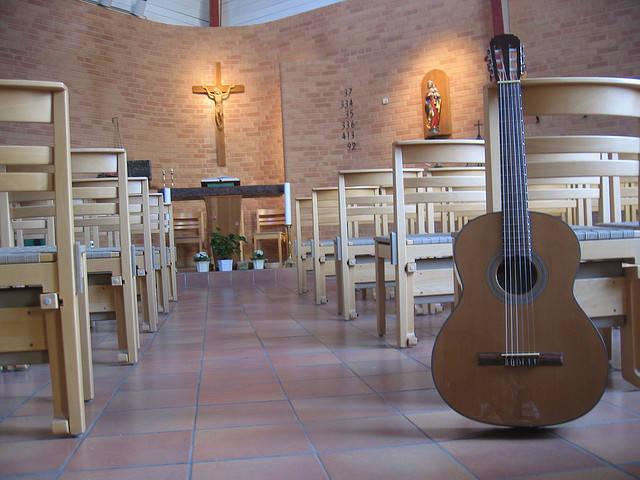 Guitar_in_church