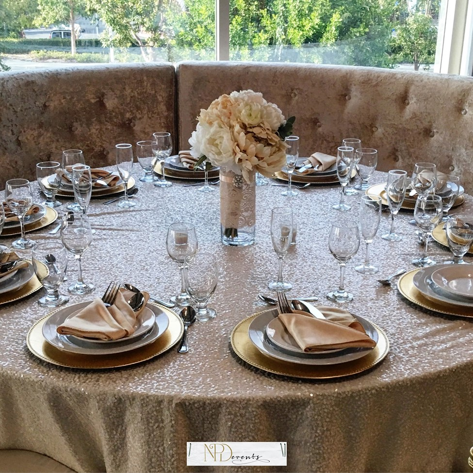 Our favorite Monochromatic color scheme. Shades of gold.
