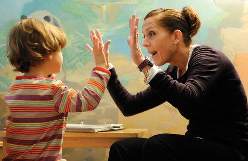 Estudos mostram que crianças com autismo se beneficiam mais de tratamentos comportamentais do que de qualquer outro tratamento disponível atualmente.