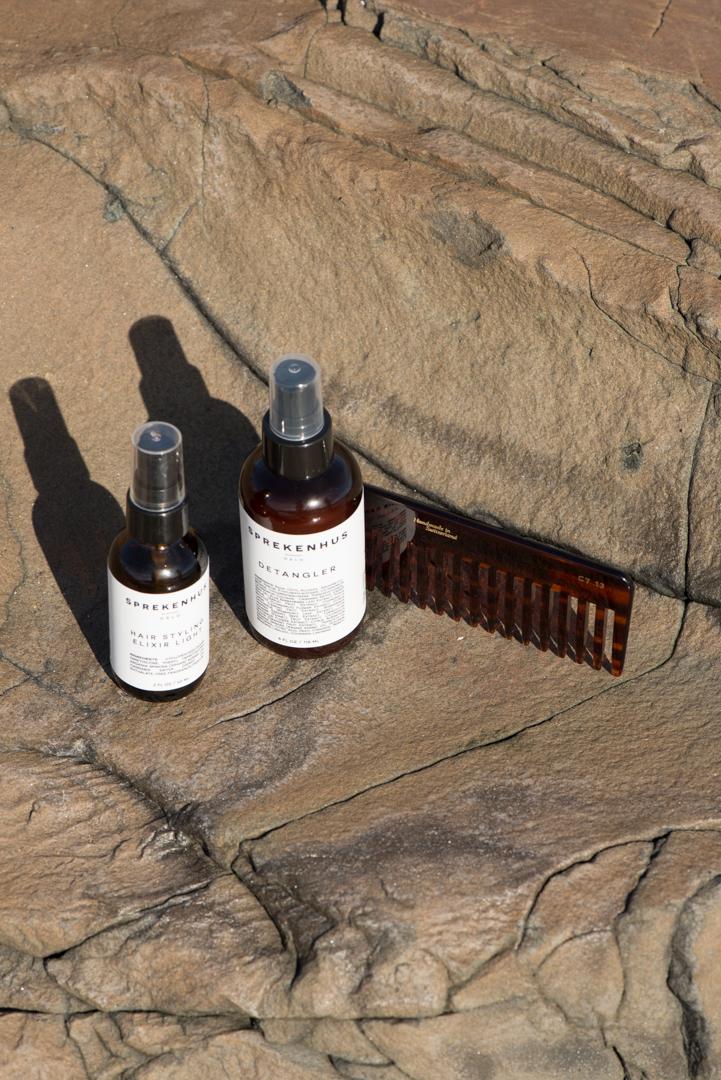 Foto: Hinda Fahre / Palookaville  Hair Styling Elixir og Light Detangler SPREKENHUS Kam MASON PEARSON/ HEAVEN SCENT