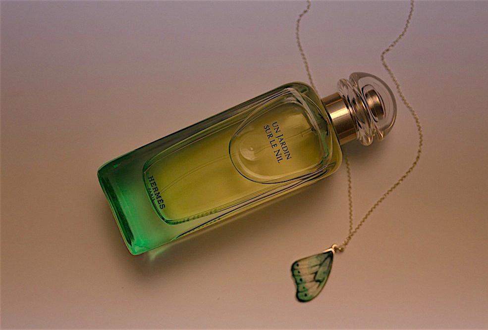 Fra PS #3 Parfyme: Un Jardin Sur Le Nil – Hermès Smykke: Camilla Prytz  Foto: Massimo Leardini Styling: Pauline Naerholm
