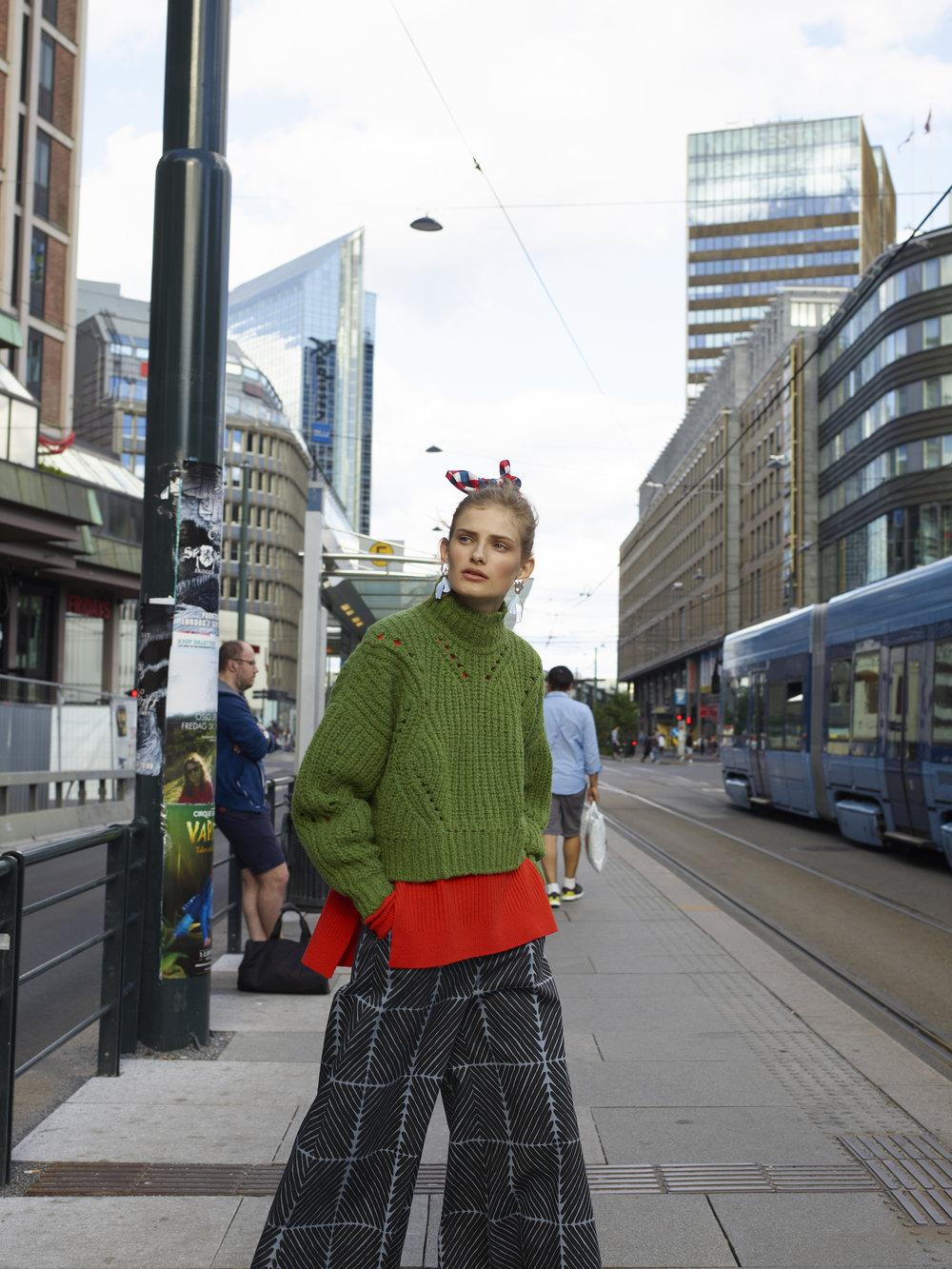 Grønn genser - ISABEL MARANT Genser - GANNI Bukse - MARIMEKKO Ørdobber - ANNIE BERNER / F5 Sløyfe -LOVE CHILD