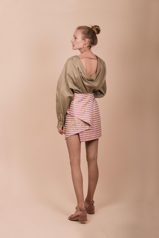 Skjorte fra By  Malene Birger  fra Zalando  Skjørt fra  Custommade  Sko fra  Eurosko  Øredobber fra  H&M