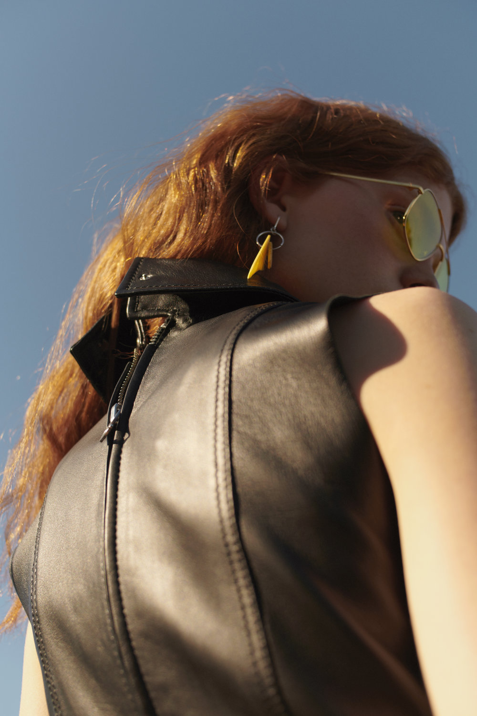 Kjole fra Acne Studios / Ekko Shop Solbriller fra Vogue via Zalando Ørepynt fra Seablingsta