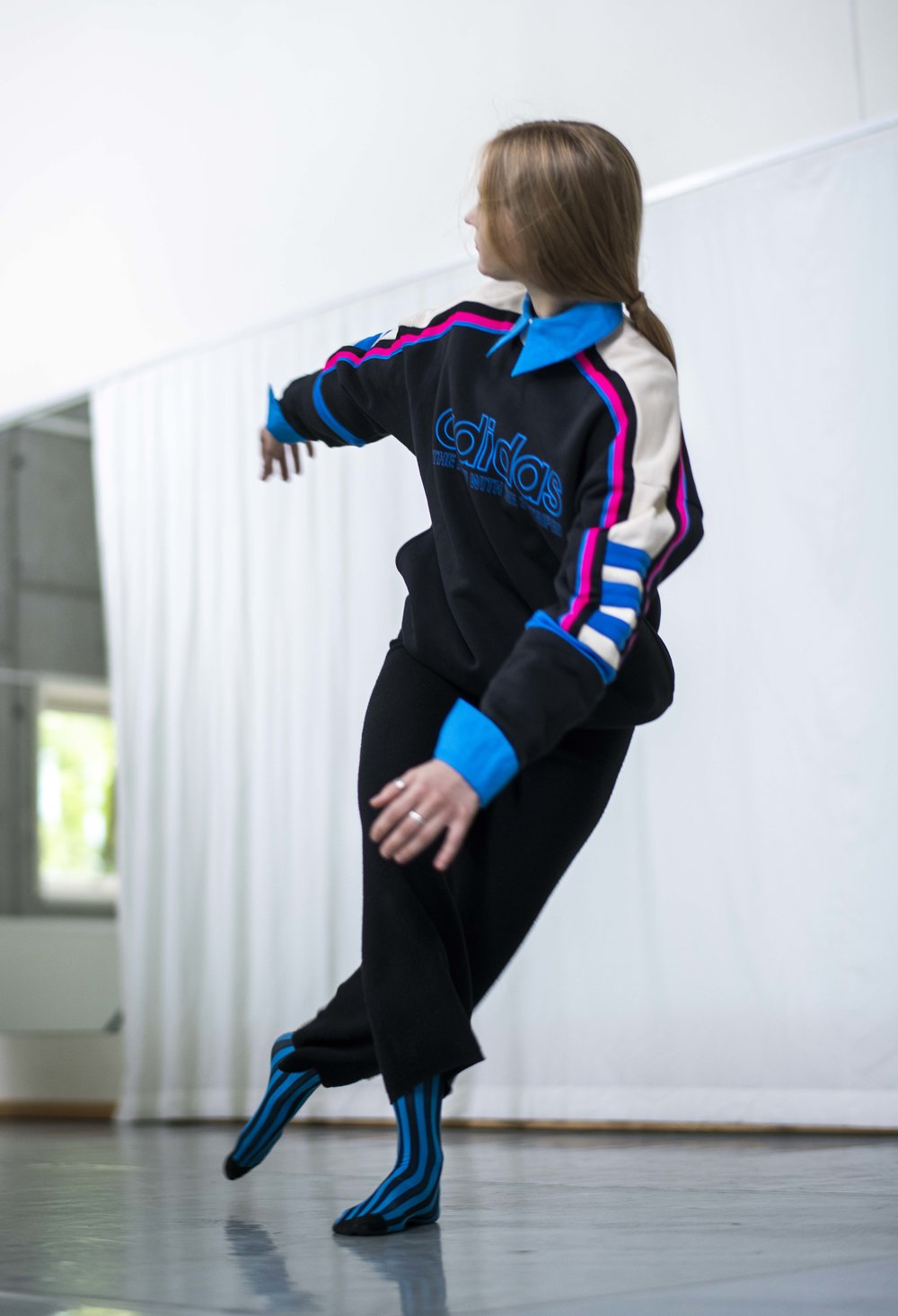 M: Genser: Adidas Originals Bukse: Totême Skjorte og sokker: H&M