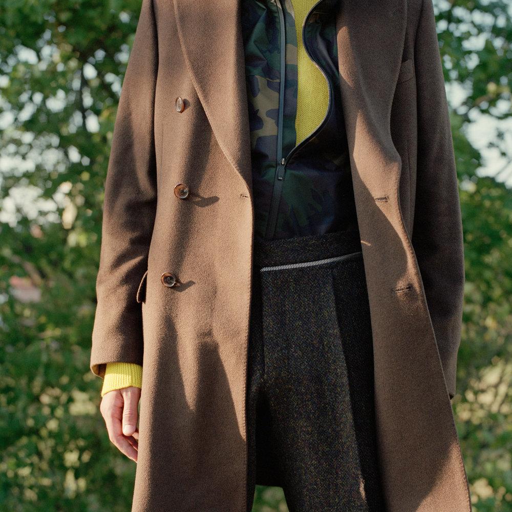 Frakk: Dolce & Gabbana /MA Men's Vintage Depot Regnjakke: Polo Ralph Lauren Gensar: COS Bukse: T-Michael