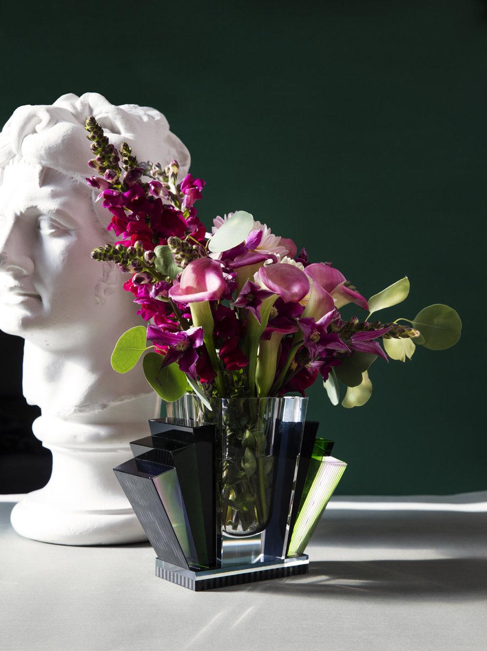 Vase fra Reflections Copenhagen / Eske. Byste fra Rydeng Kunsthandel.