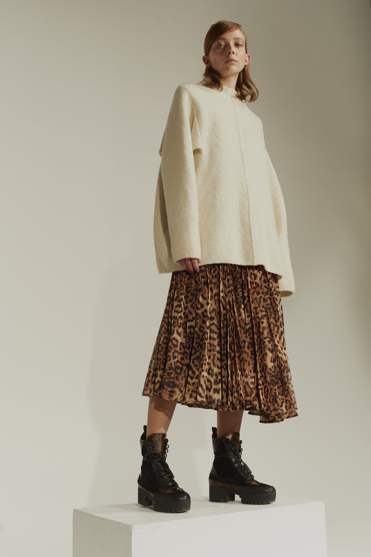 Genser: Malene Birger Kjole: H&M Sko: Louis Vuitton
