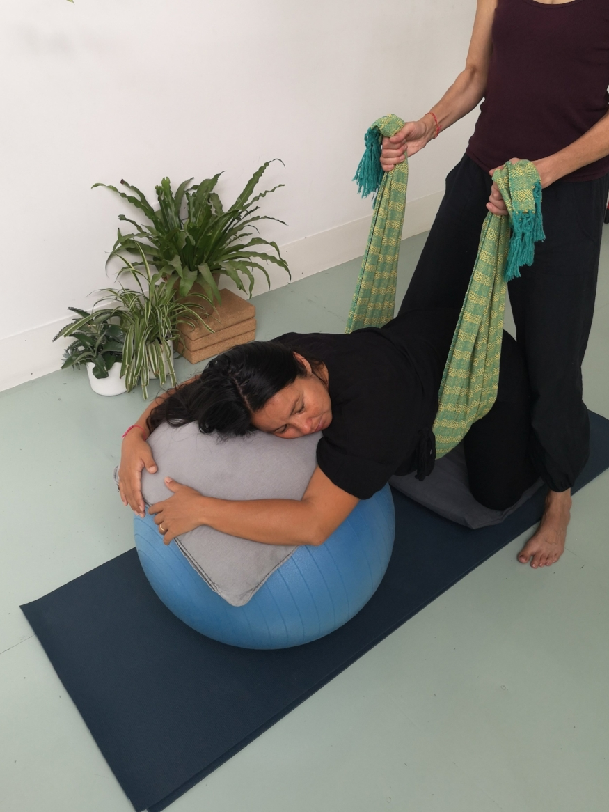 Rebozo sifting for relaxation and comfort in late pregnancy and in labour