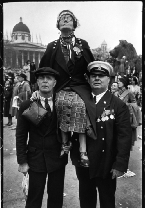 Cartier Bresson/Waiting in Trafalgar Square