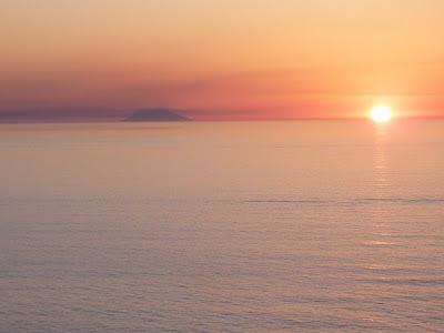 sunset+over+stromboli+c.jpg