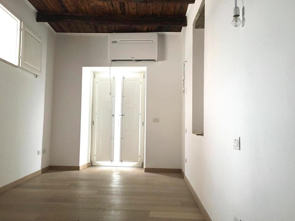 Studio Bellavista: The bedroom with a small balcony facing the sea
