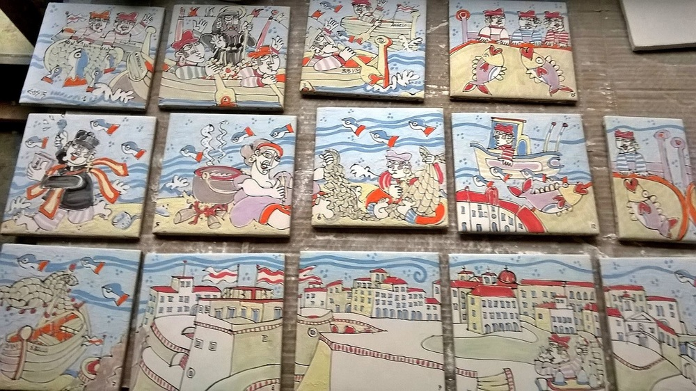 History of Pizzo told in ceramic tiles by Antonio Montesanti ... Here in the making, now in our kitchen!