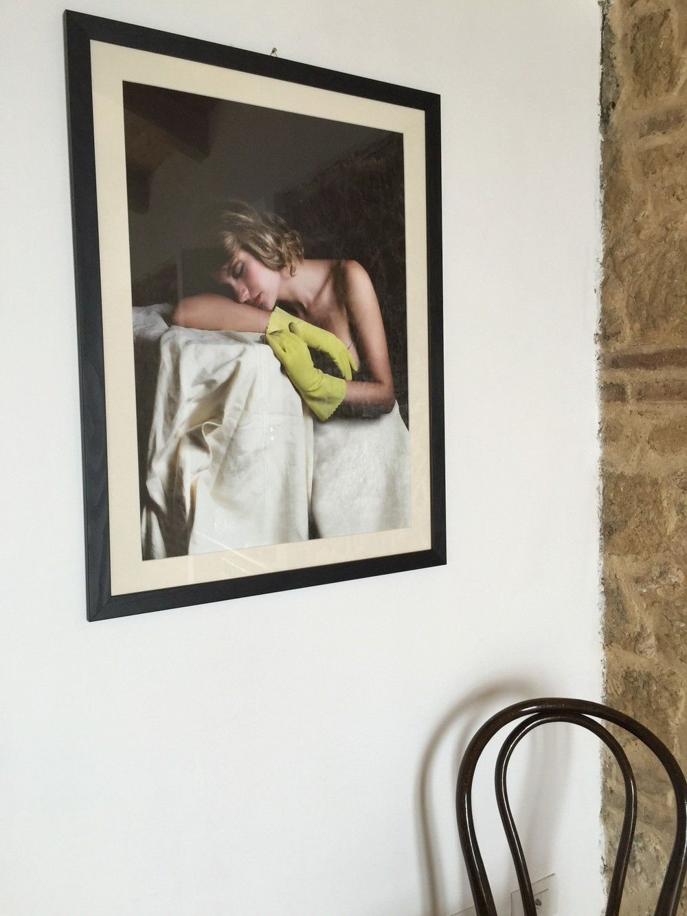photo art in small bedroom