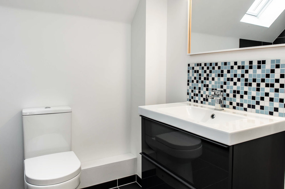 Modern House Build interior bathroom by JDW Building and Conservation28.jpg