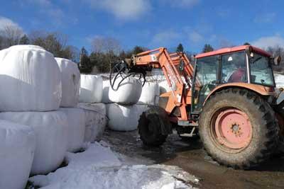 david-unloading-round-bales-back-at-the-farm-400.jpg