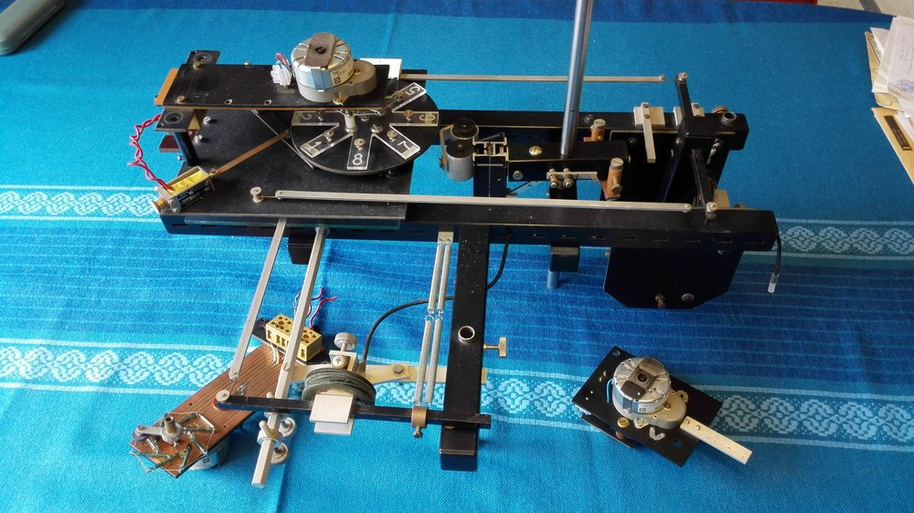Fig. 3. Micrarium remote-controlled microscope.jpg