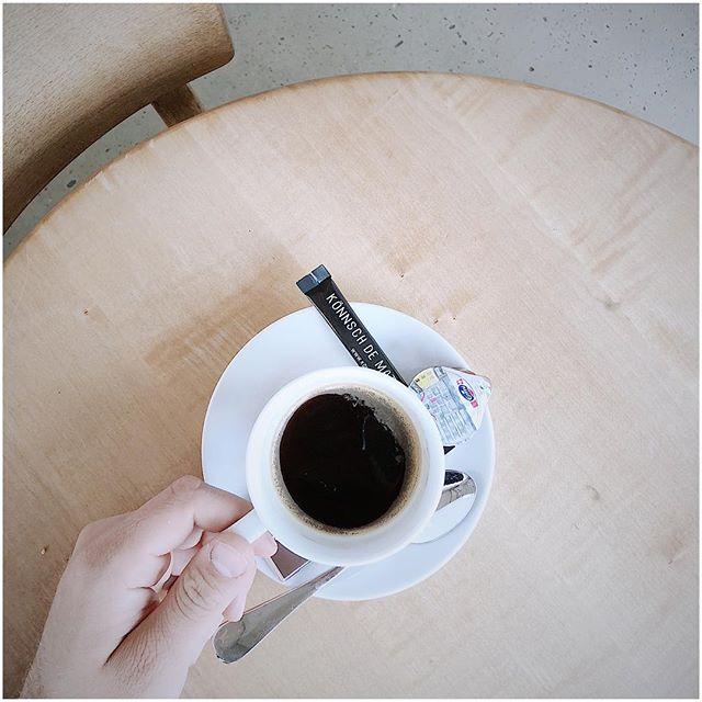 Guten Morgen allerseits! Eine verrückte (letzte) Woche liegt hinter mir! 🙌🏻 Viele Pendenzen und Aufbauarbeiten bei @behind_the_brands 💪🏻 nun wünsche ich einen grossartigen Start in den Tag mit Kaffee ☕️ & Gipfeli 🥐 ich hoffe diese Woche wird relaxter 😅