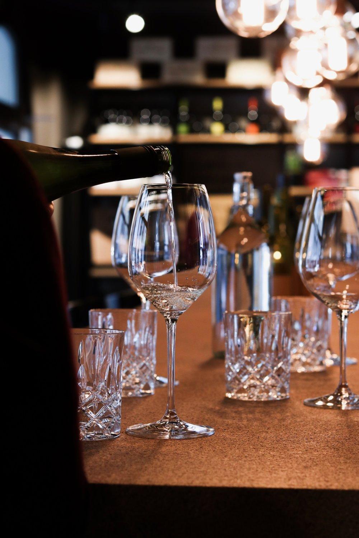 KONTAKT - Lust auf ein Glas Weisswein, einen Schwatz oder eine Kooperation? Dann tipp deine Zeilen unten ins Formular - die foodmag - Redaktion meldet sich bei dir.