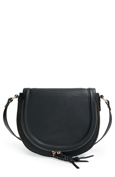 All day black everything for the perfect NYC gal look. I love this bag. Get it HERE!