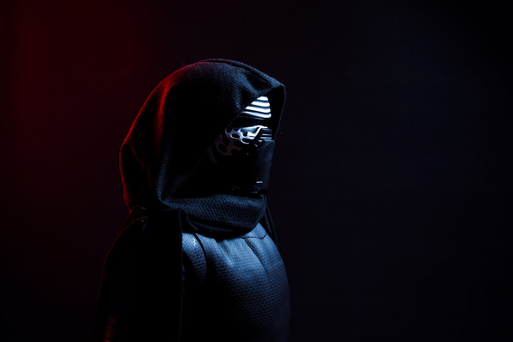 _2-kylo-ren-photography-tips-dramatic-chamber-photography.jpg