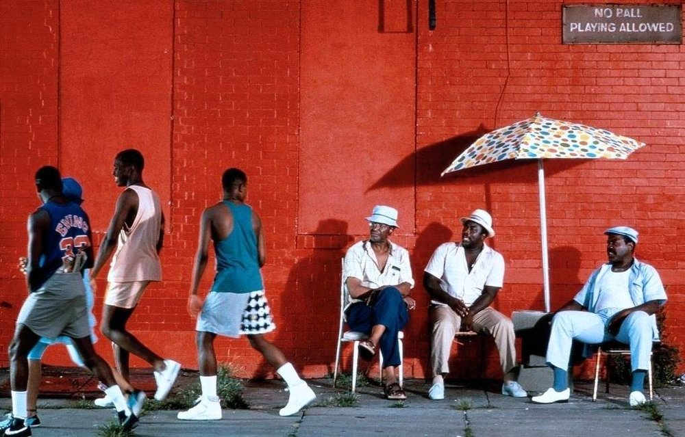 DO THE RIGHT THING (1989) On the hottest day of the year on a street in the Bedford-Stuyvesant section of Brooklyn, everyone's hate and bigotry smolders and builds until it explodes into violence.