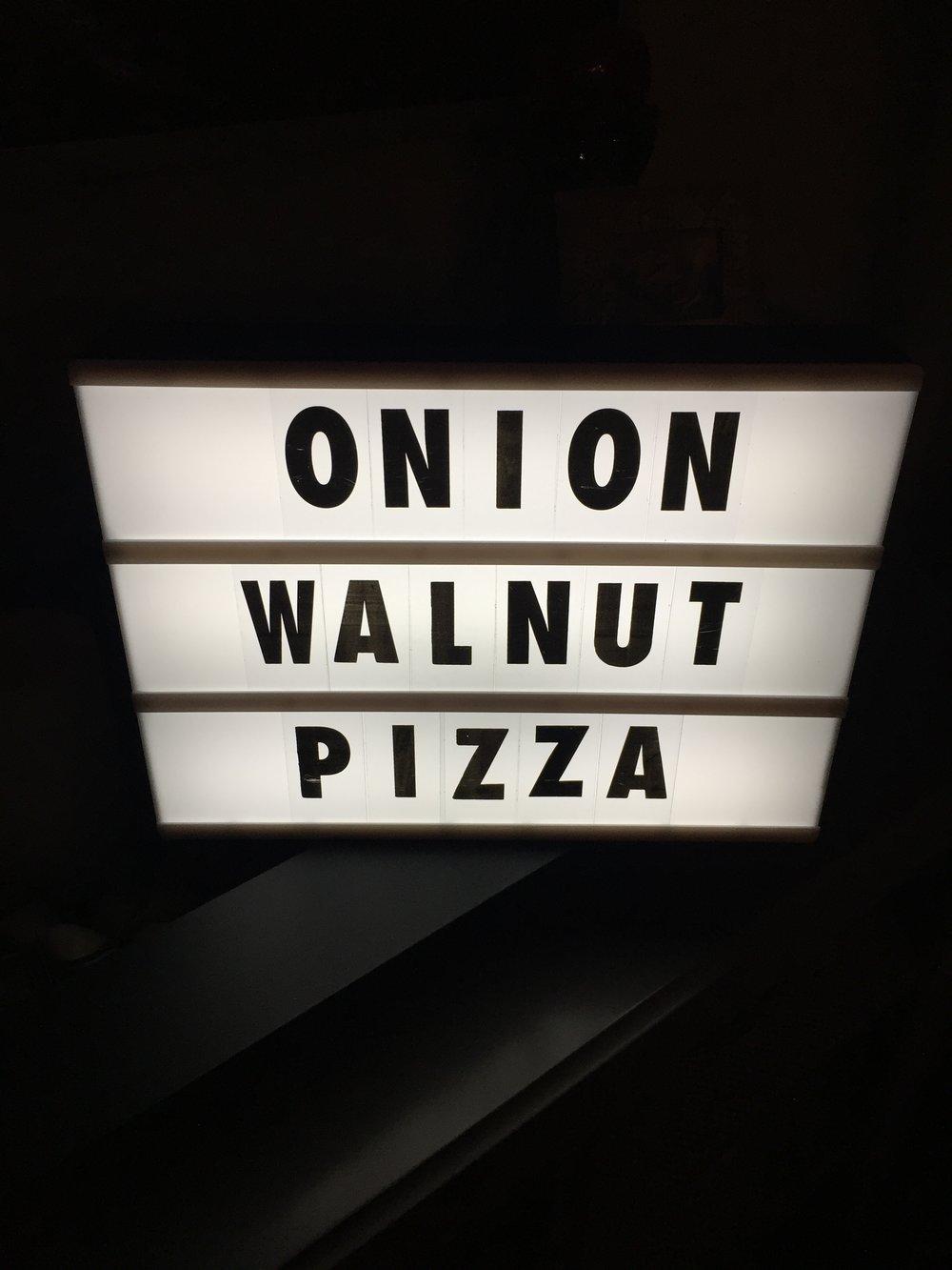 75OnionWalnutPizza1.JPG