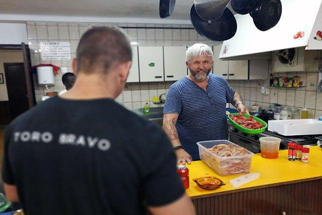 toro-bravo-trip-2018-cooking.jpg